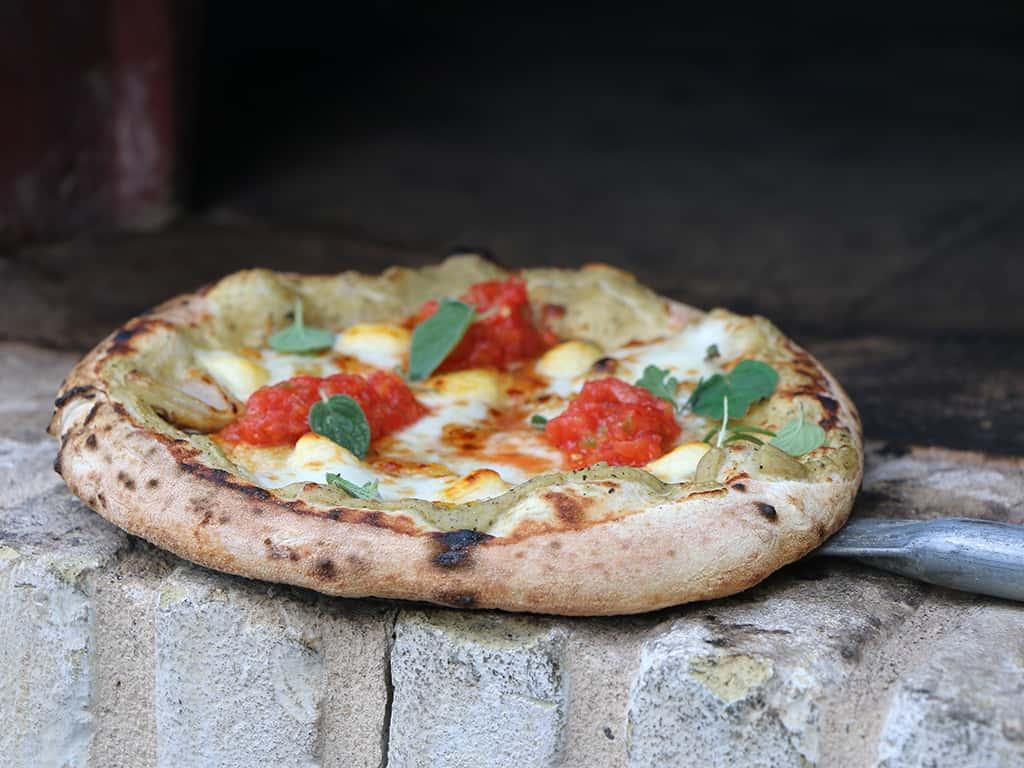 פיצה-עם-עגבניות